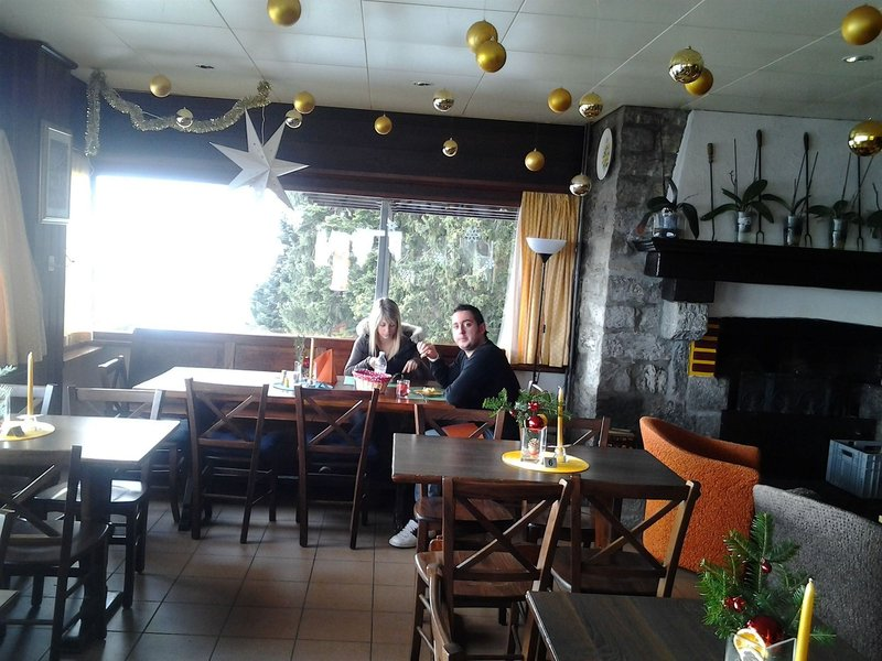 albergo-cardada-szwajcaria-bar.jpg