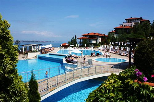 dreambg-apartments-bulgaria-sloneczny-brzeg-burgas-basen.jpg
