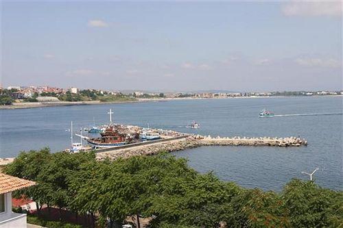 trinity-sea-residence-nessebar-bulgaria-basen.jpg