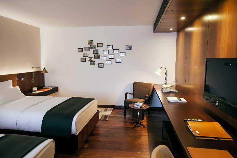 square-nine-hotel-belgrade-serbia-basen.jpg