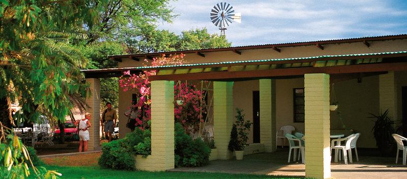 gastefarm-sinclair-namibia-basen.jpg