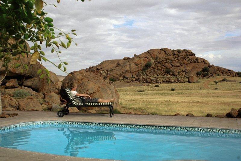 namib-naukluft-lodge-namibia-widok-z-pokoju.jpg