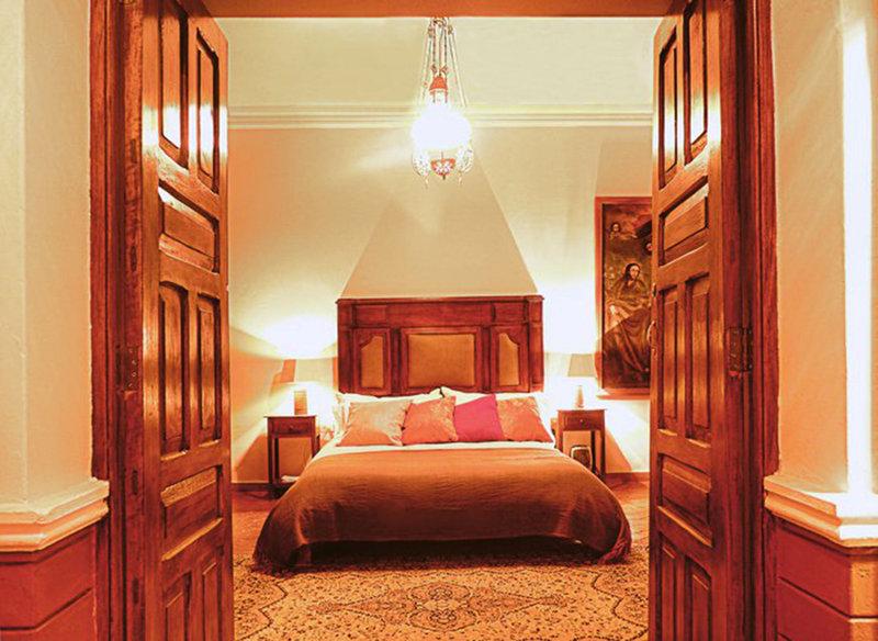 luxury-home-san-jeronimo-cusco-peru-peru-cusco-bar-pokoj.jpg