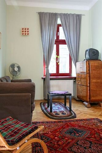 antique-apartments-radziwillowska-polska-polska-widok-z-pokoju.jpg