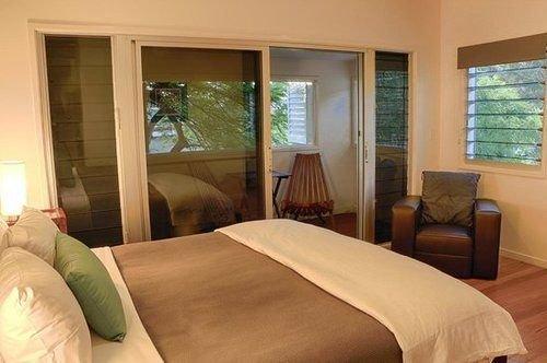 aaman-cinta-luxury-villas-australia-plaza.jpg