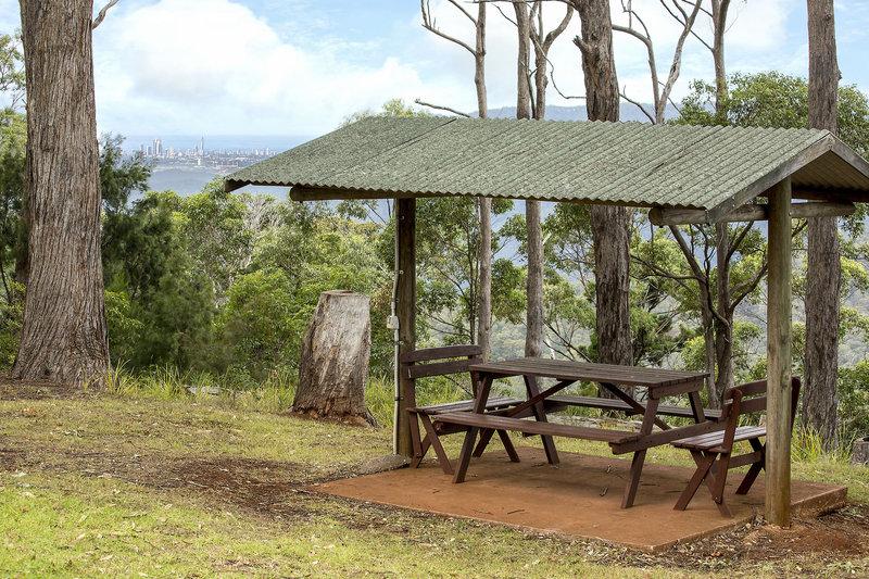 aaronlee-retreat-australia-queensland-bar.jpg