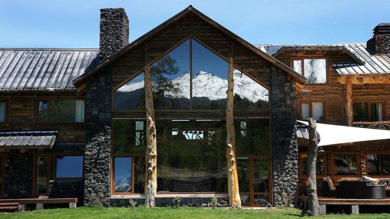 rocanegra-mountain-lodge-spa-chile-wyglad-zewnetrzny.jpg