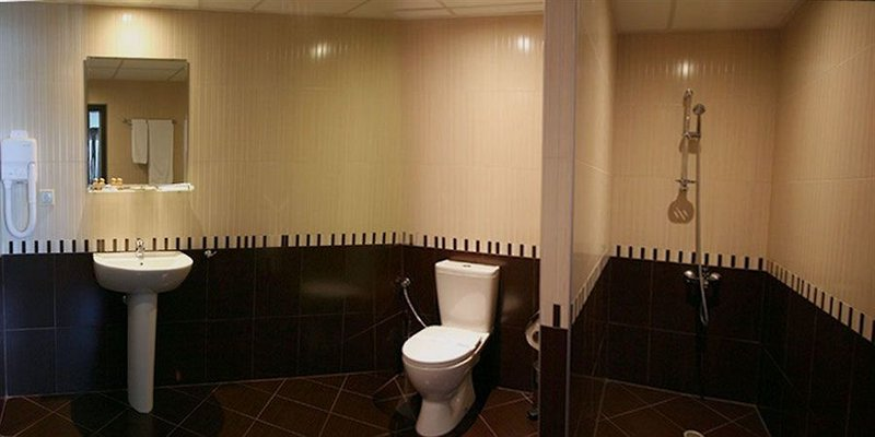 motel-ihtiman-bulgaria-basen.jpg
