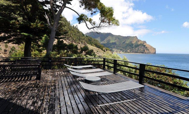 crusoe-island-lodge-chile-chile-robinson-crusoe-island-widok-z-pokoju.jpg