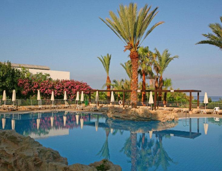 st-george-cypr-cypr-zachodni-coral-bay-budynki.jpg