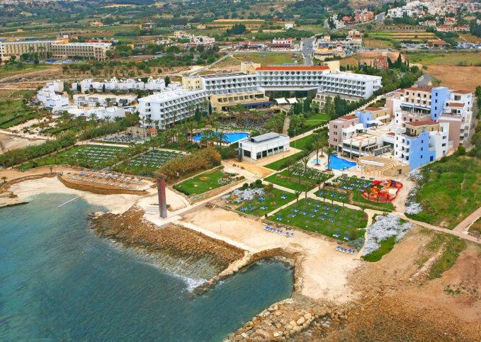 st-george-cypr-cypr-zachodni-coral-bay-restauracja.jpg