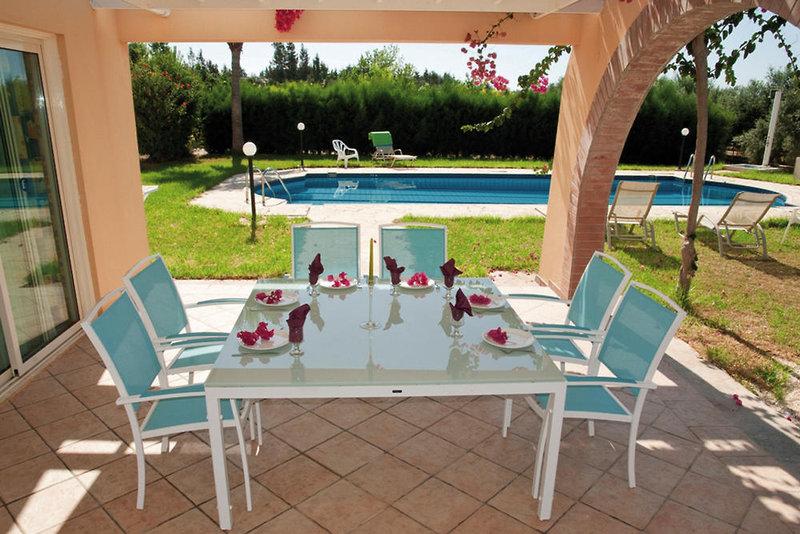 amalthia-villas-cypr-basen.jpg