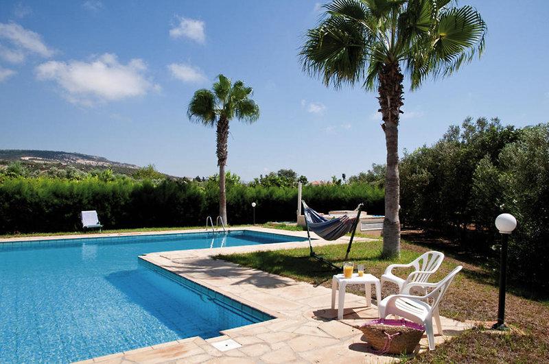 amalthia-villas-cypr-cypr-zachodni-coral-bay-restauracja.jpg
