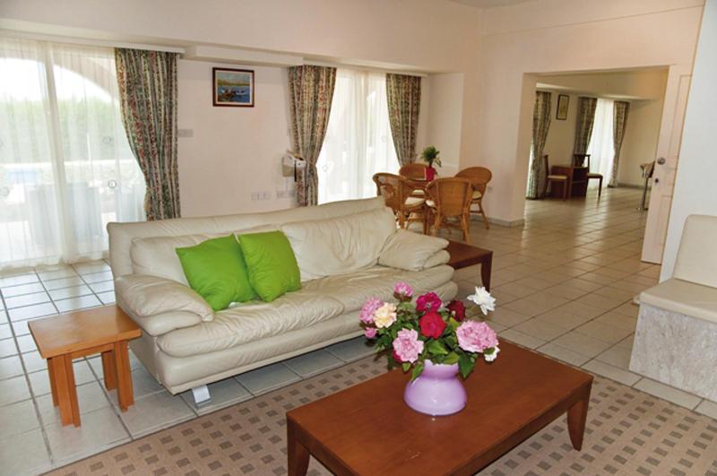 amalthia-villas-cypr-cypr-zachodni-coral-bay-widok.jpg