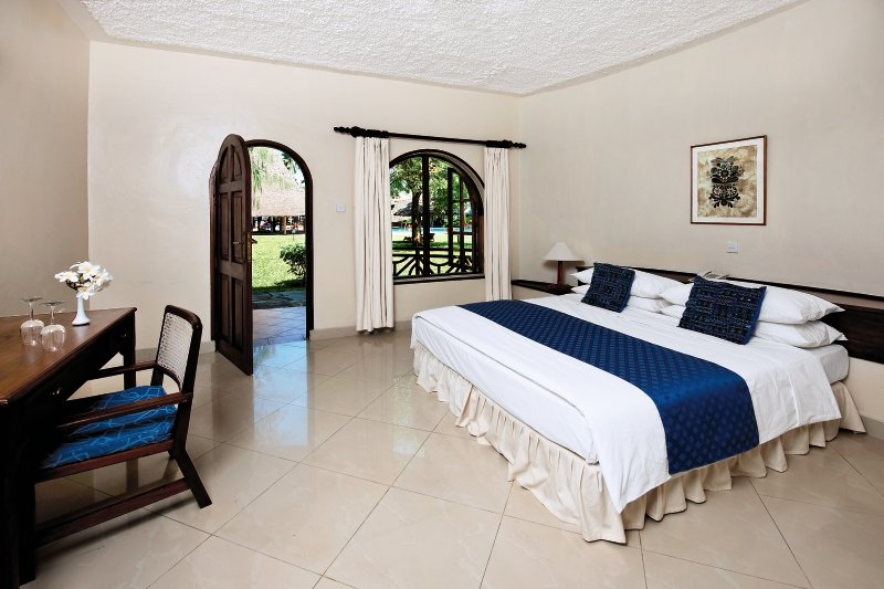 neptune-paradise-beach-resort-and-village-paradise-beach-resort-kenia-kenia-galu-beach-pokoj.jpg