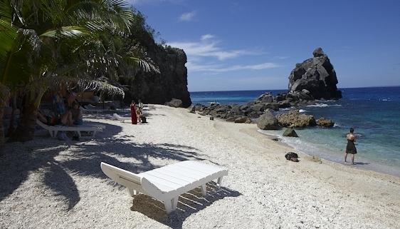 apo-island-beach-resort-filipiny-filipiny-bar.jpg