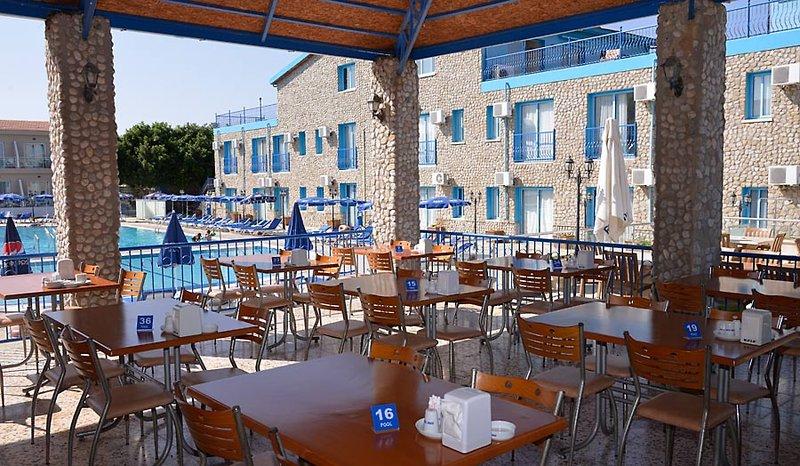toykis-bay-mavi-cypr-cypr-polnocny-lobby.jpg