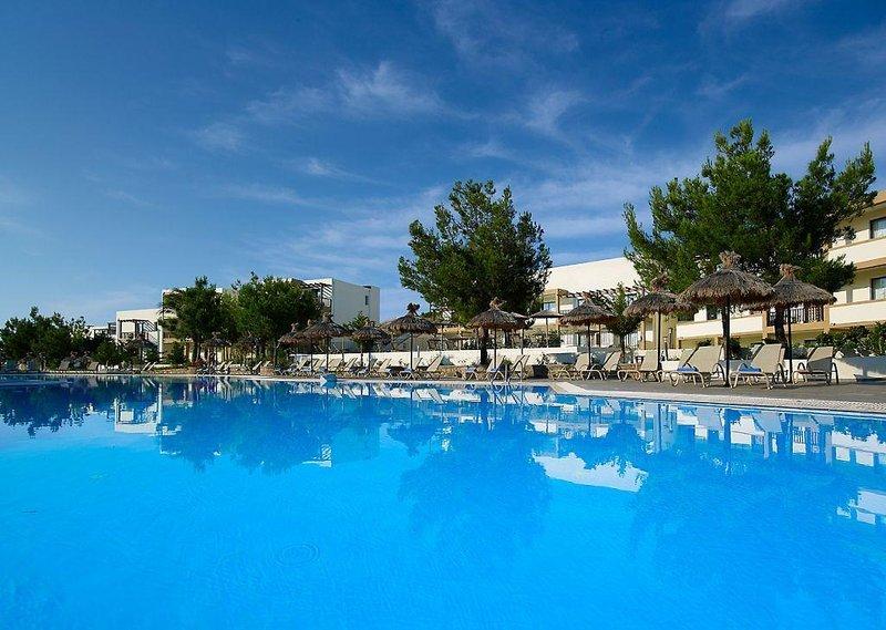 miraluna-resort-grecja-rodos-kiotari-ogrod.jpg