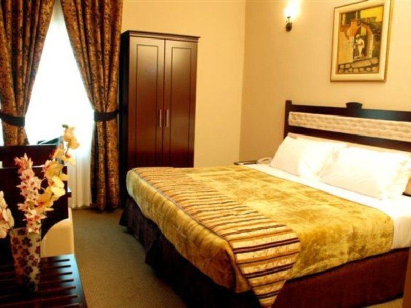 al-bustan-tower-hotel-suites-sharjah-zjednoczone-emiraty-arabskie-sharjah-i-ajman-sharjah-lobby.jpg