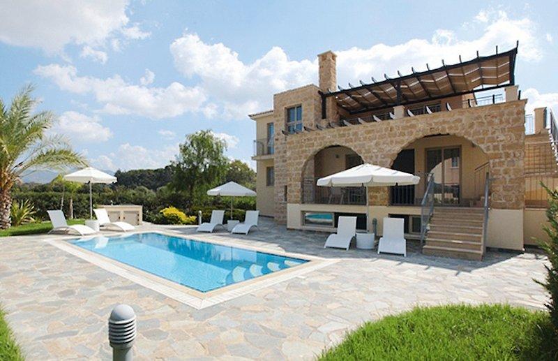 bf-luxury-beach-villen-cypr-cypr-poludniowy-polis-basen.jpg