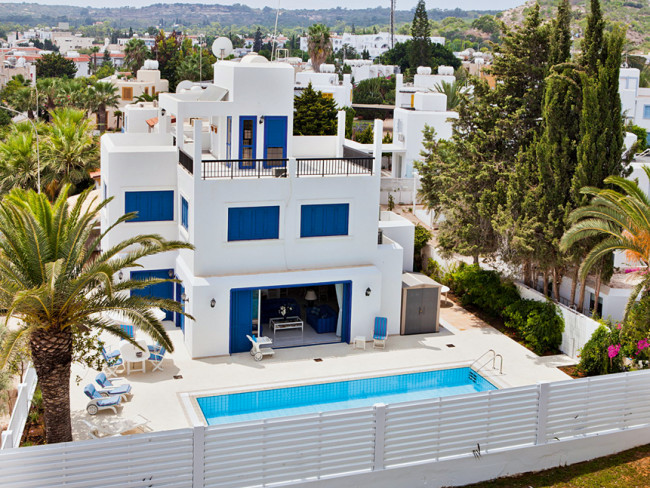 villa-capo-bay-cypr-basen.jpg