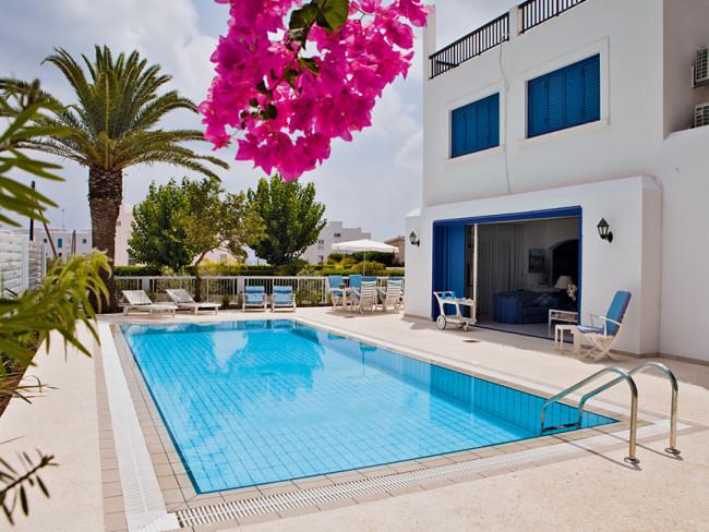 villa-capo-bay-cypr-widok.jpg