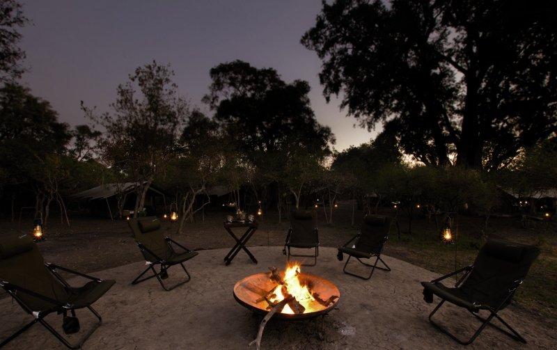kana-kara-camp-botswana-park-narodowy-okavango-delta-bar.jpg
