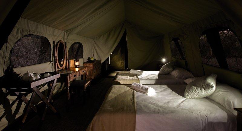 kana-kara-camp-botswana-park-narodowy-okavango-delta-lobby.jpg