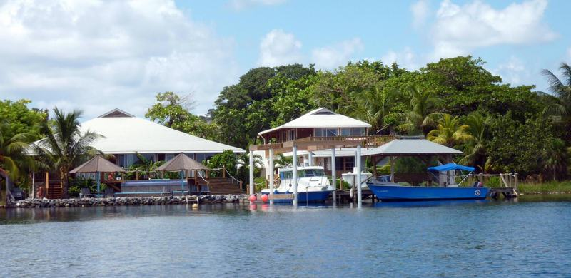 tobri-divers-resort-honduras-bar.jpg