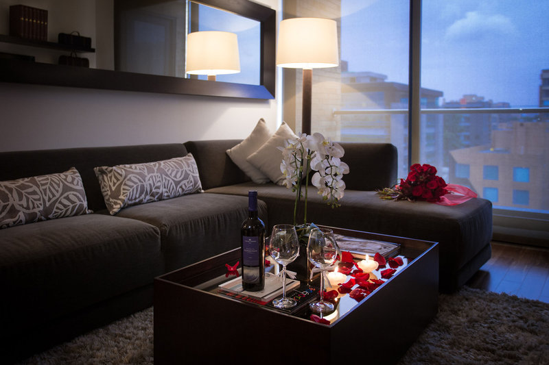 93-luxury-suites-residences-kolumbia-bar.jpg