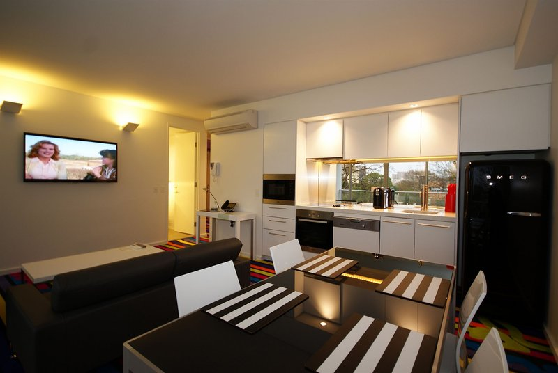 adge-boutique-apartment-australia-bufet.jpg