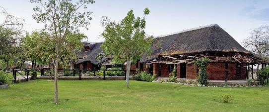 fiume-lodge-namibia-namibia-grootfontein-recepcja.jpg
