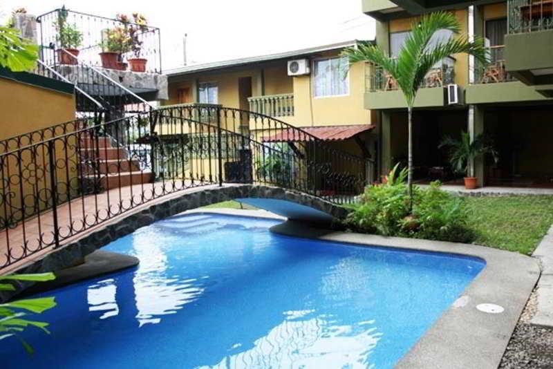 arenal-bromelias-kostaryka-bar.jpg