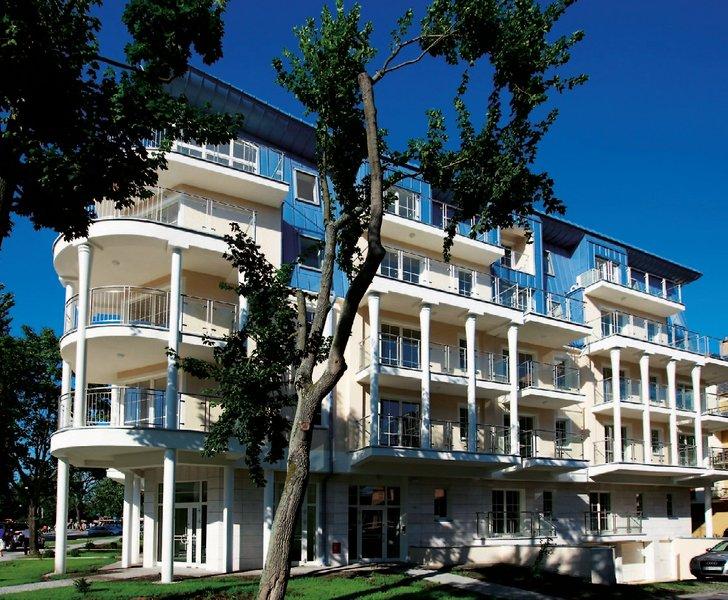 aparthotel-baltic-spa-aparthotel-baltic-spa-polnocne-wybrzeze-polski-basen.jpg