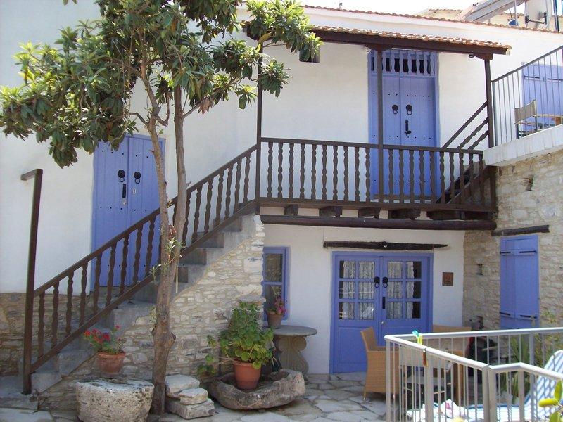 cyprus-villages-traditional-houses-kalavassos-cypr-cypr-poludniowy-kalavasos-plaza.jpg