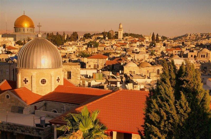 city-break-jerusalem-roulette-4-sterne-izrael-basen.jpg