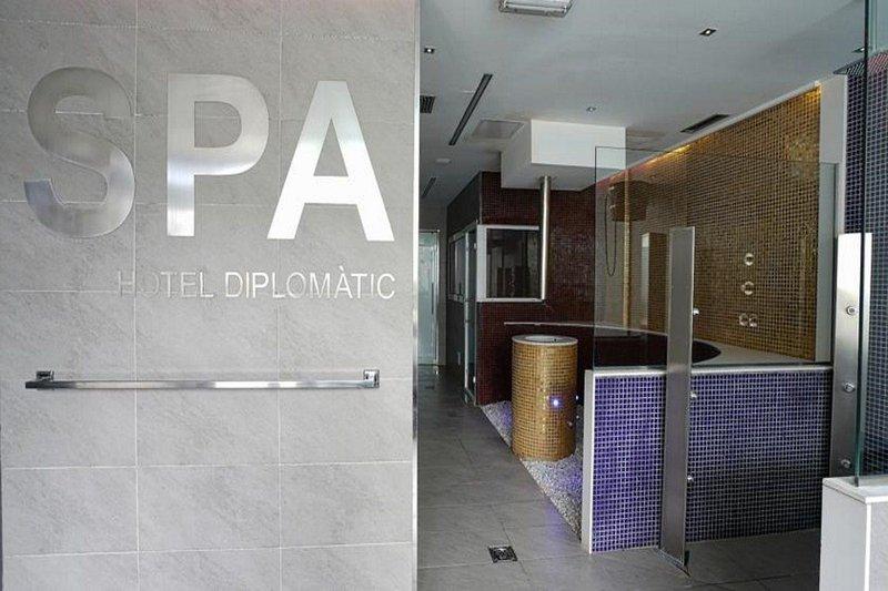 diplomatic-andora-ogrod.jpg