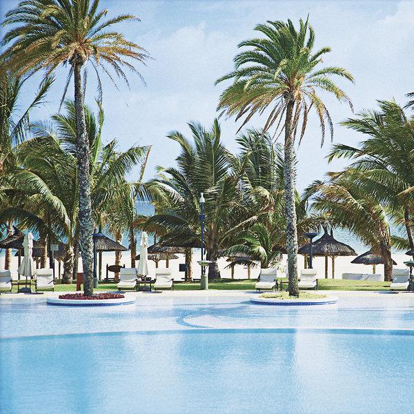 hotel-lux-belle-mare-mauritius-plaza.jpg