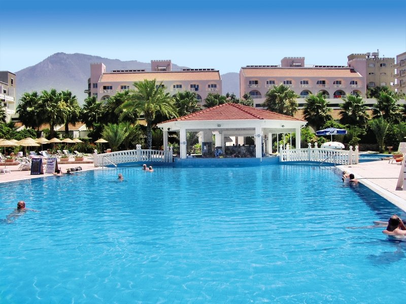 oscar-resort-cypr-basen.jpg
