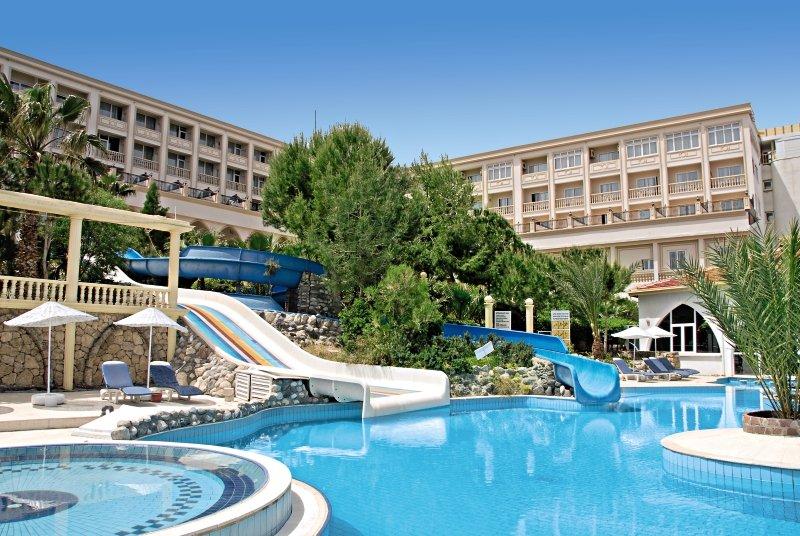 oscar-resort-cypr-cypr-polnocny-girne-ogrod.jpg