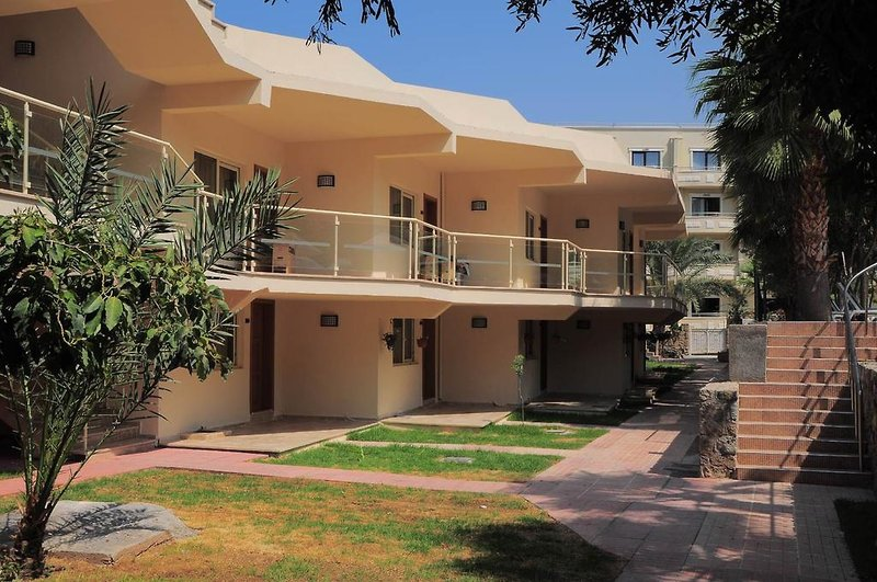 oscar-resort-cypr-cypr-polnocny-ogrod.jpg