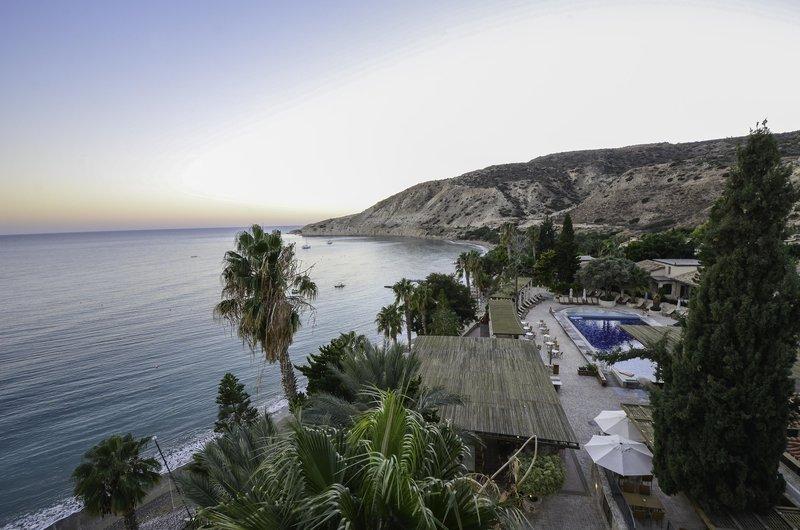 columbia-beach-hotel-cypr-cypr-poludniowy-ogrod.jpg