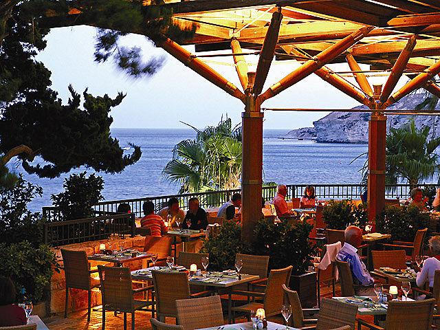 columbia-beachhotel-cypr-cypr-poludniowy-recepcja.jpg