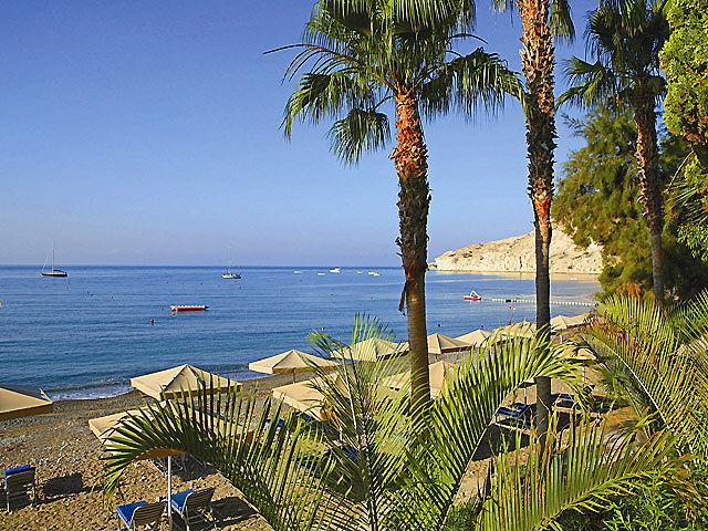 columbia-beachhotel-cypr-plaza.jpg