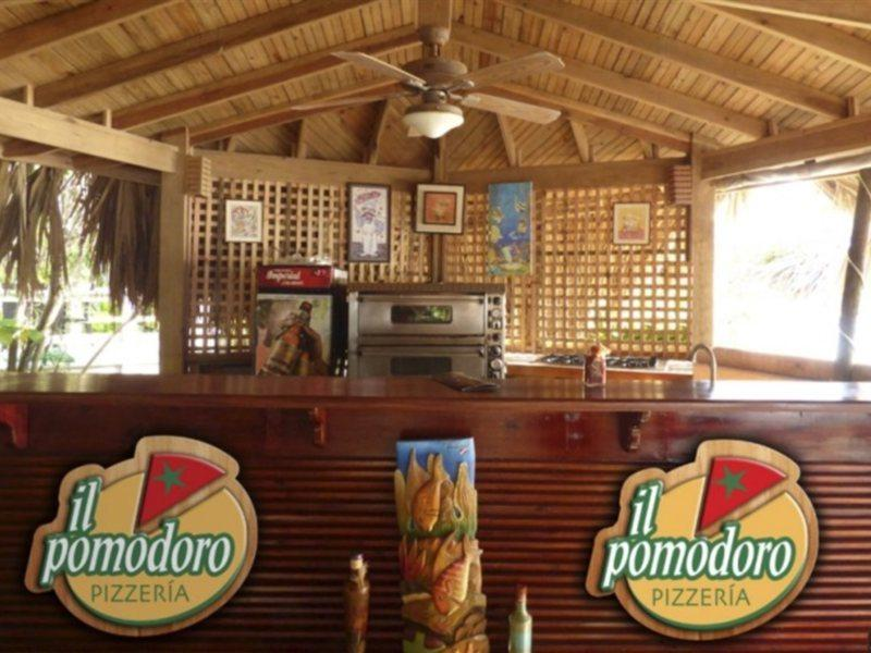 paradise-beach-club-honduras-honduras-west-bay-beach-lobby.jpg