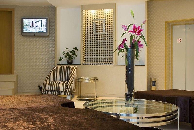 plaza-hotel-burgas-bulgaria-basen.jpg