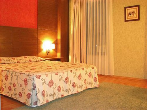 plaza-hotel-burgas-bulgaria-sloneczny-brzeg-burgas-bar.jpg