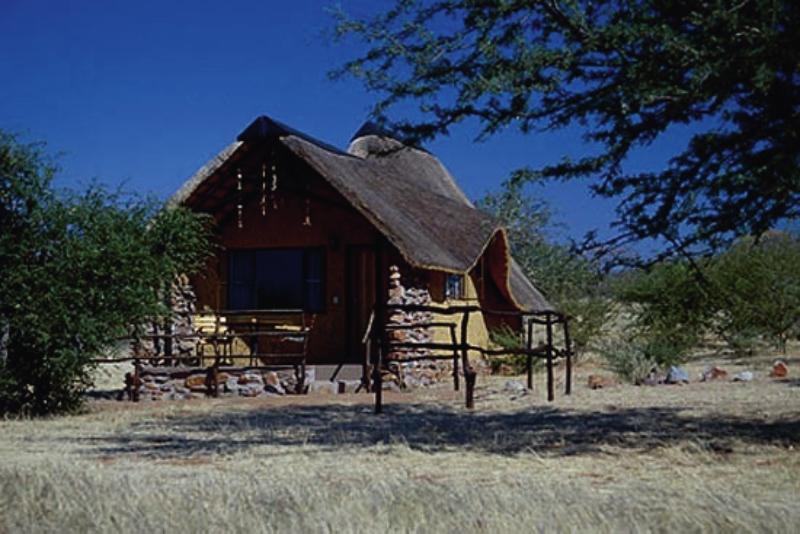 kavita-lion-lodge-kavita-lion-lodge-namibia-namibia-basen.jpg