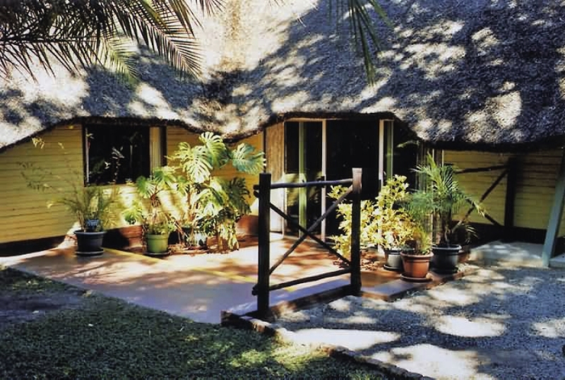mahangu-safari-lodge-namibia-bar.jpg