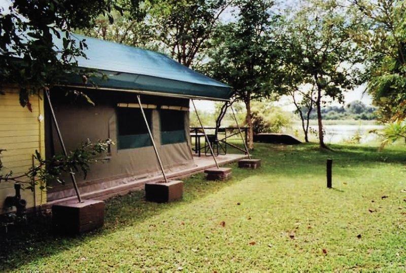 mahangu-safari-lodge-namibia-namibia-caprivi-bufet.jpg